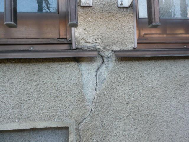沼津市外壁ひび割れ